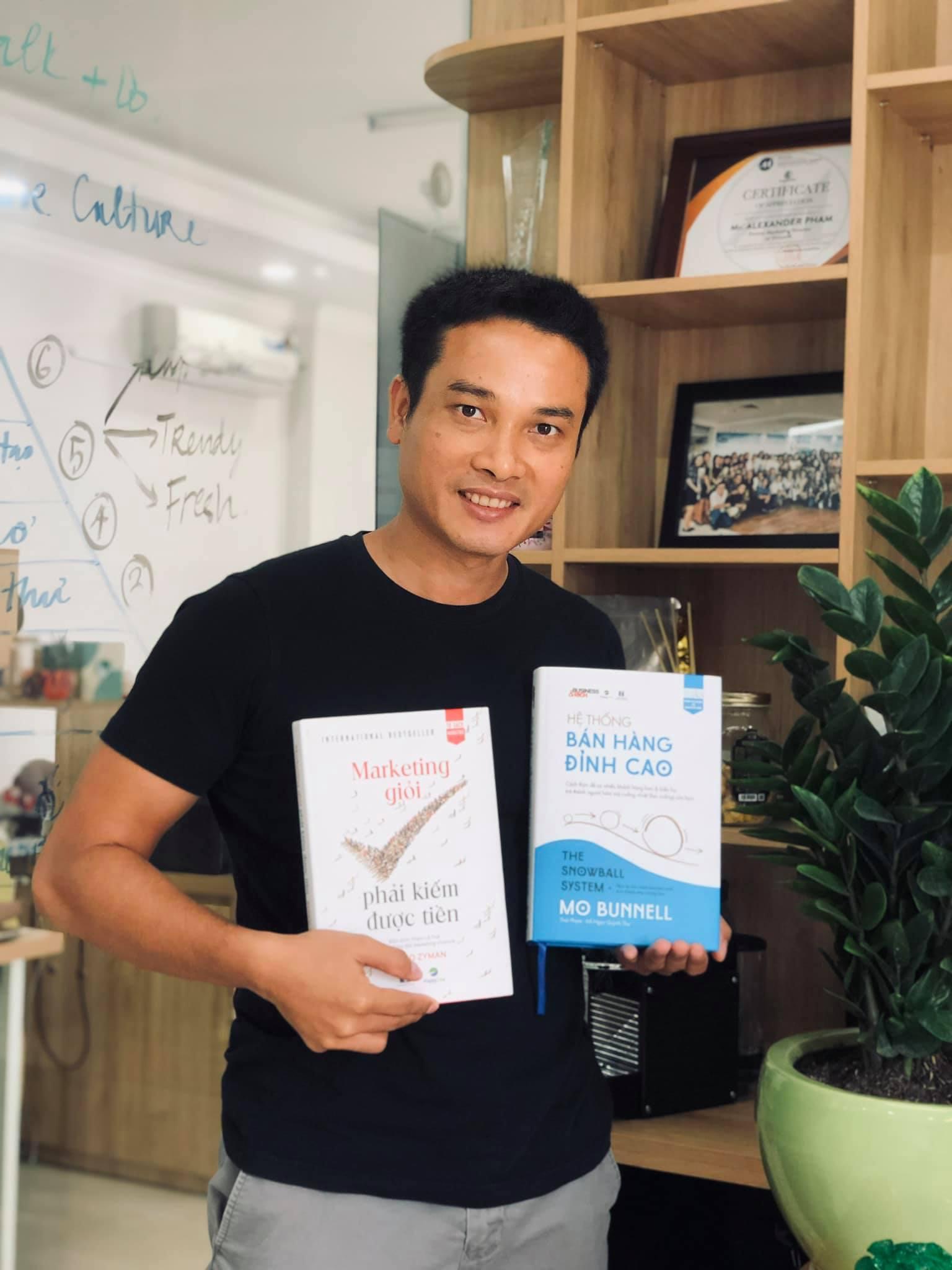 Kỉ niệm 1 năm bộ đôi siêu phẩm về Marketing và Sales được ra mắt các độc giả Việt Nam.