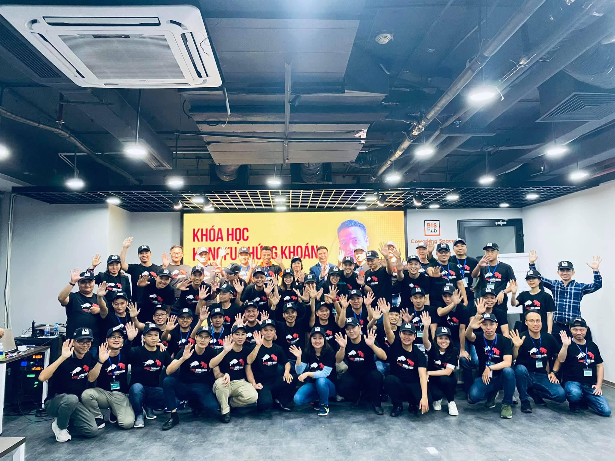 Kết thúc Kungfu Chứng Khoán 12 và 13 tại HCM và Hà Nội với nhiều cảm xúc thật Yomost.